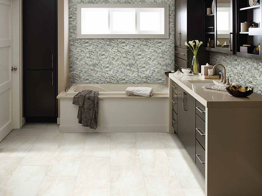 Modern bathroom designed with an open concept, a Jacuzzi tub and neutral color tiles with a matte finish.